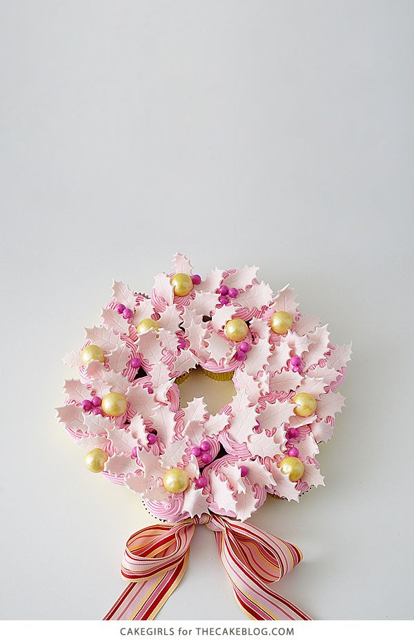 Wow guests with this stress-free dessert | DIY Cupcake Wreath | by Cakegirls for TheCakeBlog.com