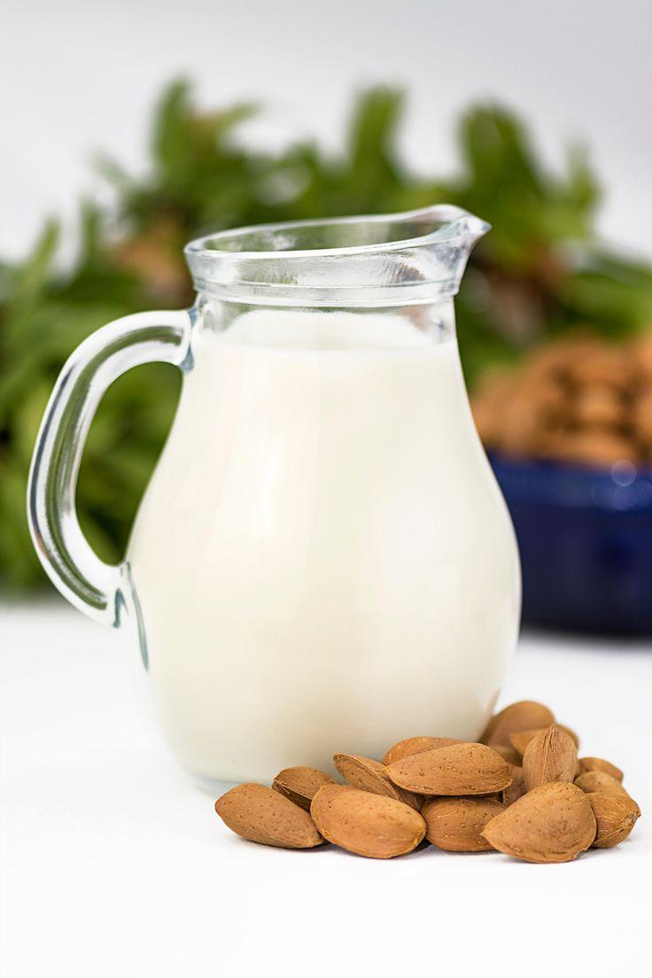 Mandeln und Milch oder ein paar Löffeln ungesüßter Naturjoghurt sind wirksame Hausmittel gegen Sodbrennen.