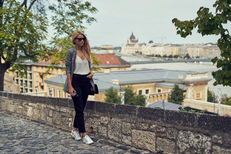 Blazer – Stradivarius / Jeans – H&M / Top – Zara / Sunglasses – Gucci / Shoes – Guerlain x Le Coq