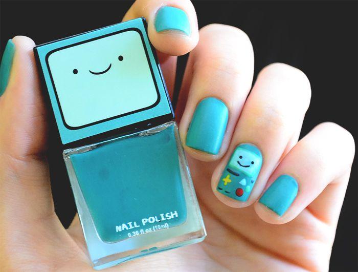 Esmaltes: verde água, preto, vermelho e amarelo. Nail Art: BMO do Adventure Time (um minigame no dedo anelar).