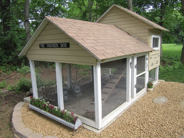 That's the classiest chicken coop I've ever seen. Happy chickens live there!!