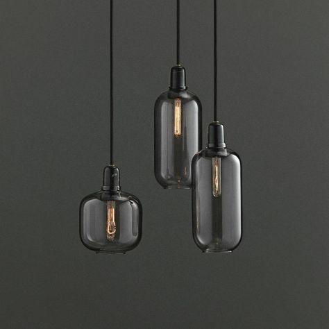 Hanglamp Amp is geïnspireerd door de oude buisversterkers uit de jaren 60. De unieke vormen in combinatie met glas en marmer zorgt voor een nostalgische en tó