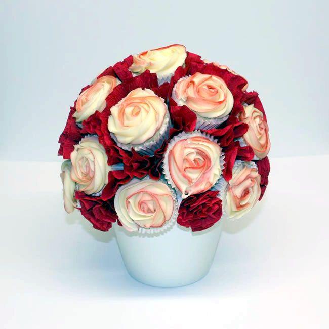 The tastiest new wedding food trends for 2014 Edible cupcake centerpieces http://www.weddingideasmag.com/tastiest-new-food-trends-2014/
