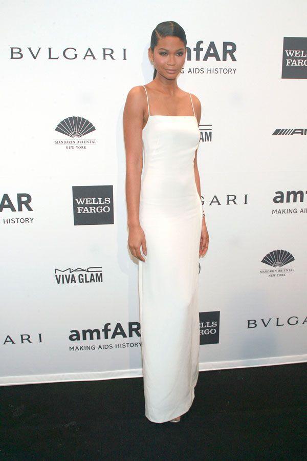 Un abito sottoveste in seta bianca della collezione Calvin Klein Collection P/E 2014 per Chanel Iman-http://www.sfilate.it/219043/un-abito-sottoveste-seta-bianca-per-chanel-iman