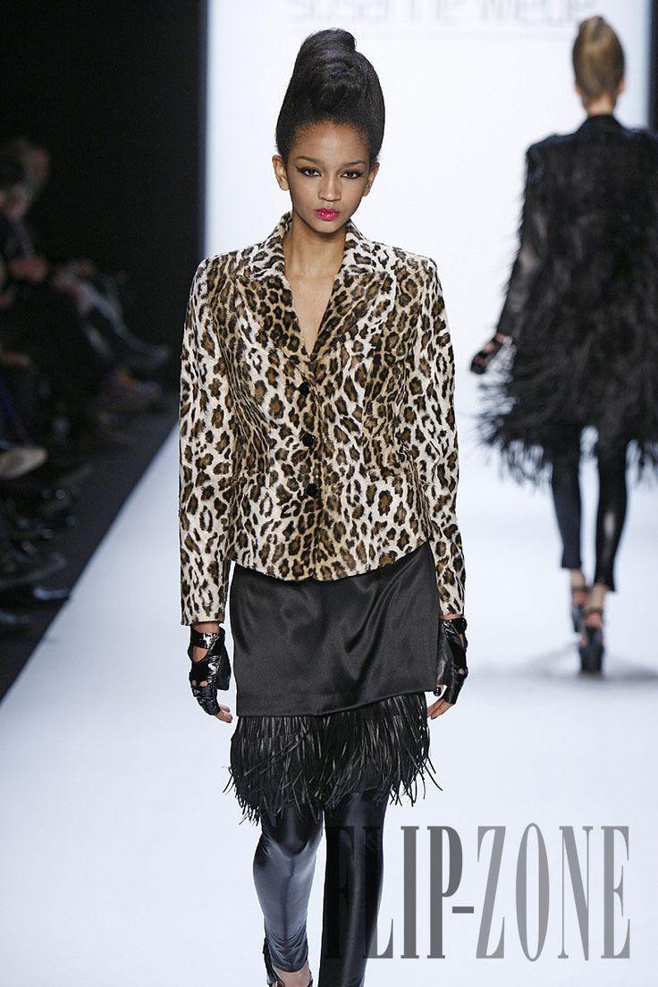 Susanne Wiebe Fall-winter 2010-2011 - Ready-to-Wear - http://www.flip-zone.com/fashion/ready-to-wear/ready-to-wear-brands/susanne-wiebe-1521