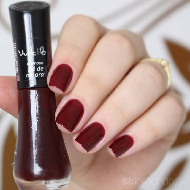 "Esmalte ""Pé de amora"" da Vult 