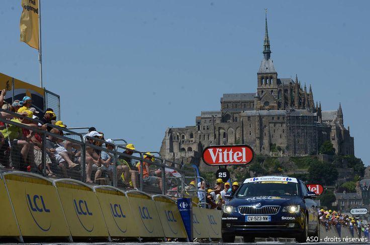 Le Tour de France nous offre un cadre exceptionnel avec cette arrivée au Mont-Saint-Michel ! #SKODA #TDF #TDF13 #TDF100 #TourDeFrance #SkodaAimeLeTour #Superb