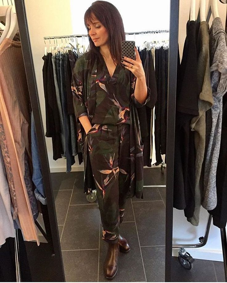 Uhhh we are totally in love with this green paradise flower print😍 Our Beautiful consultant @kirstenmadsen is rocking 3 printed styles as a super cool outfit for spring. Have you booked your party yet???#blackswanfashiondk #danishdesign #seeyousoon #letsgetthepartystarted  Black Swan Fashion SS17. Julia kimono, Joy top and Jane pant