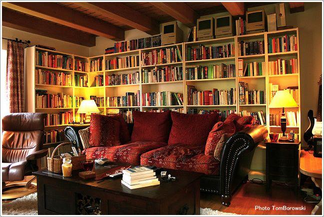 本棚だらけのリビング リビングのインテリアコーディネート