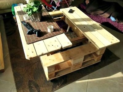 How to Build a Multifunction Pallet Coffee Table With Storage http://diyhomesweethome.com/how-to-build-a-multifunction-pallet-coffee-table-with-storage/