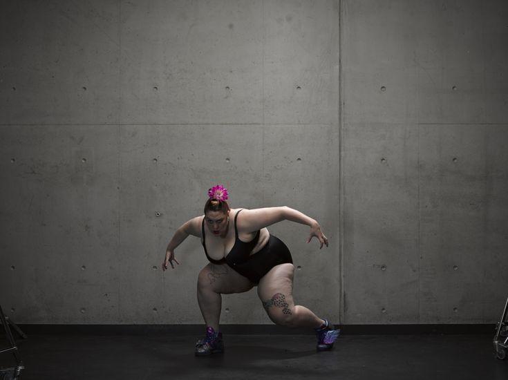 """""""Ecco perché le ragazze grasse non dovrebbero indossare bikini"""". La star di Youtube Leoy Lane fa un video provocatorio"""