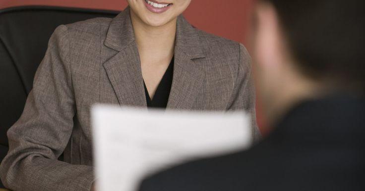 Cómo usar palabras potentes en una entrevista. Una vez que has golpeado la puerta con un buen currículum y has conseguido una cita para una entrevista, es muy importante que le des una impresión favorable a tu futuro jefe. Durante una entrevista de trabajo, existen ciertas palabras y tipos que puedes usar para lucir seguro, competente y calificado. Una palabra bien dicha y en el momento ...