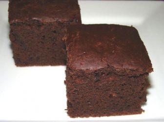 Tojásmentes kakaós piskóta recept: Vanília pudinggal is lehet enni, de nagyon finom lekvárral is. És másnap is nagyon finom ki nem száradó sütemény! Persze különböző sütemények piskótájaként is felhasználhatod. ;) http://aprosef.hu/tojasmentes_kakaos_piskota