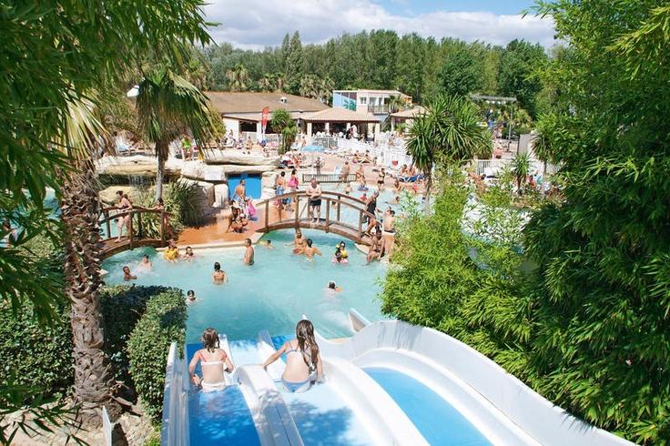Sandaya Camping Les Vagues is een mooie viersterrencamping, gelegen in een ideale omgeving voor een vakantie met familie en vrienden. De camping bevindt zich in Vendres-Plage op slechts 400 meter van de Middellandse Zee, het strand is bereikbaar via een voetgangerspad. Sandaya Camping Les Vagues ligt op ca. 1,5 km van het centrum van Vendres en ca. 17 km van Béziers. Voor de dagelijkse boodschappen is er een kleine supermarkt aanwezig. Officiële categorie ****