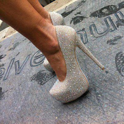 zapatos con destellos plateados