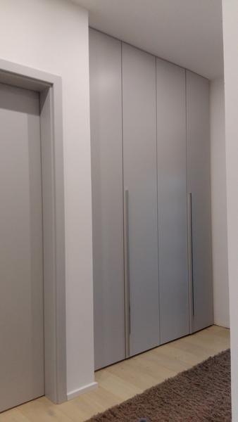 einbauschrank nach ma loft in berlin 4 tren ral 7047 lackiert matt mit chromstange