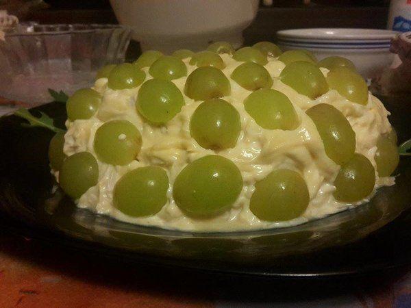 Bucataria cu noroc - Salata de pui cu struguri