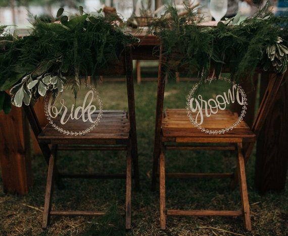 Deze stoel-donateurs zijn de perfecte aanvulling op elke ceremonie van het huwelijk en als een erfstuk cadeau voor de komende generaties kunnen worden doorberekend. Deze stukken is gesneden uit 1/8 Baltische berk, zal een unieke en prachtige touch toevoegen voor uw bruiloft! Uw set zal het schip in beschermende aangepaste verpakking, waardoor het gemakkelijk is om te slaan en opslaan voor jaren.  + Afmetingen van borden zijn 9 x 9 en wordt geleverd in een set. * Enkelvoud optie beschikbaar…