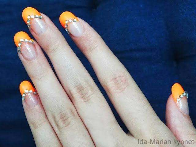 Ida-Marian kynnet / Neon orange french manicure with rhinestones / #Nailart #Nails