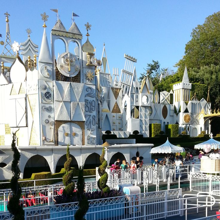Top 6 Disneyland Attractions For First Timers