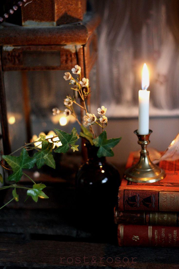 Waxflower, vintagebooks, rust, brass, candle. Vaxblomma, vintageböcker, rost, mässing, ljus.