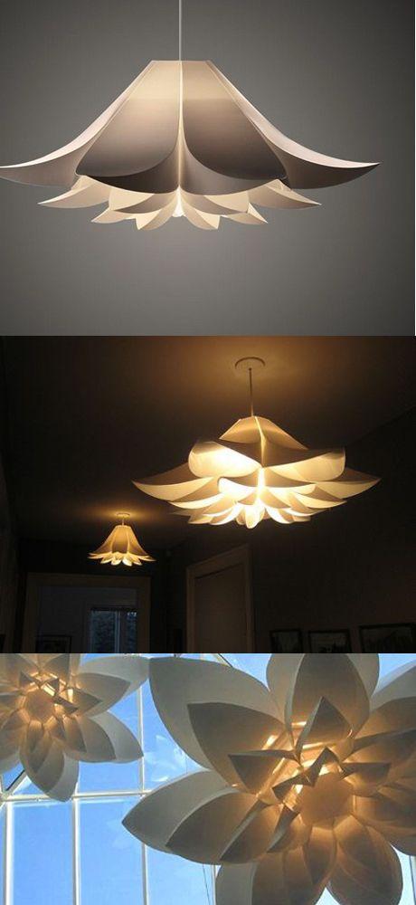 """""""Norm 06"""" es una lámpara de cielo decorativa con personalidad y carácter. Diseño danés inspirado en lirios y nenúfares. Esta lámpara proyectará en tu hogar una luz suave y tenue. $ 69,900"""