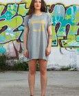 Camiseta Maquina de Coser Gris Over Size, para llevarla como vestido.