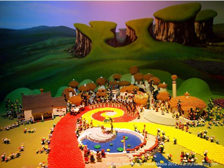 Tips for visiting LEGOLAND Discovery Center & SEA LIFE Aquarium at Crown Center in Kansas City, Missouri.  Oz and the Yellow Brick Road at LEGOLAND Discovery Center.