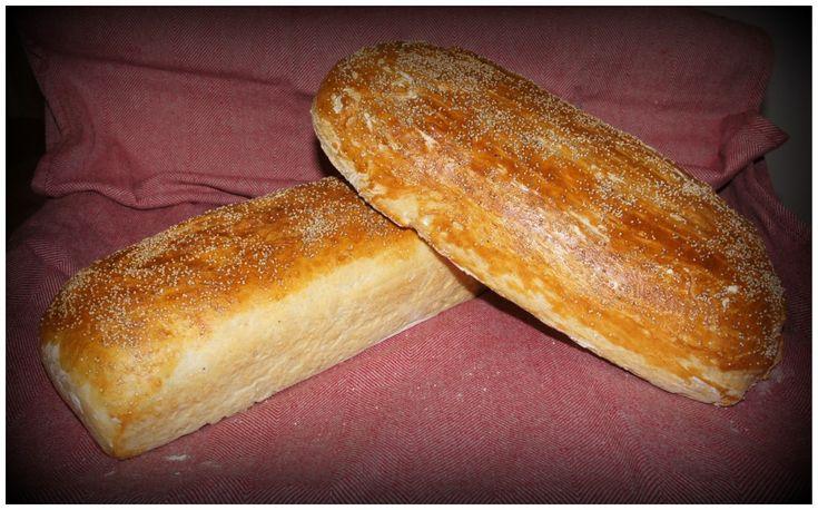 Hembakt franskbröd, recept på vatten, jäst, vetemjöl, honung, salt och smör