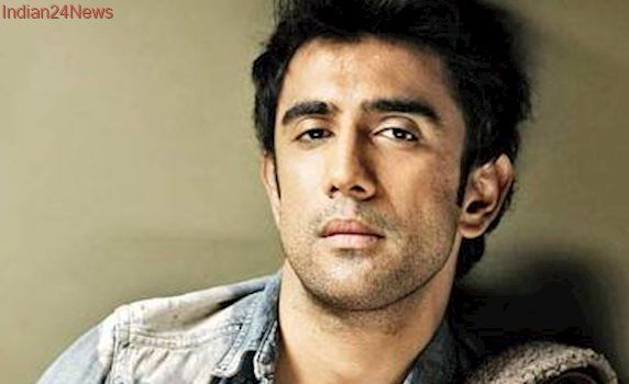 Amit Sadh opens up about the comparision between Runningshaadi.com and Badrinath Ki Dulhania