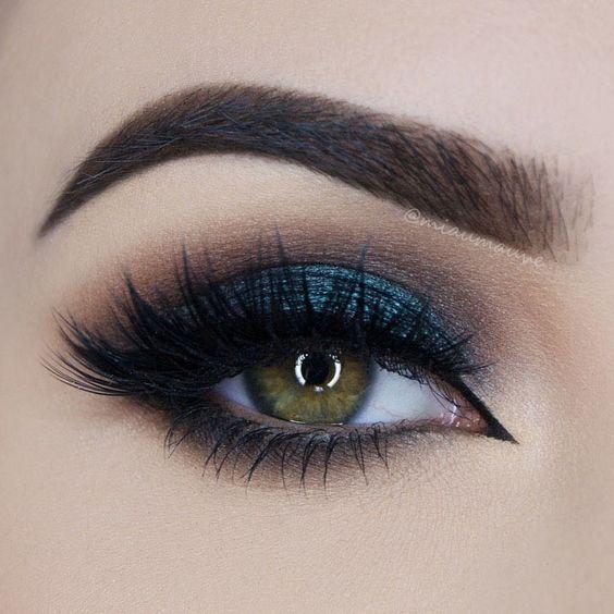Utiliza una sombra azul para resaltar los ojos de colores claros. #Morphe #Ojos #Sombras