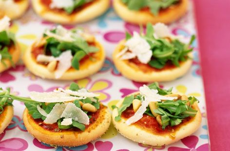 A simple Rocket, Parmesan and pine nut mini pizzas recipe for you to cook a great meal for family or friends. Buy the ingredients for our Rocket, Parmesan and pine nut mini pizzas recipe from Tesco today.