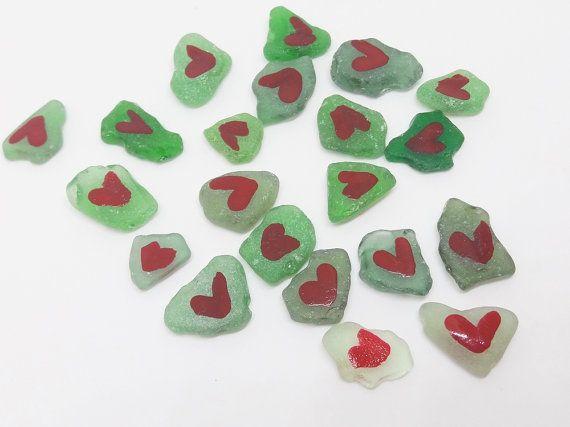 green wedding red hearts sea glass table decor di LaSoffittaDiSte
