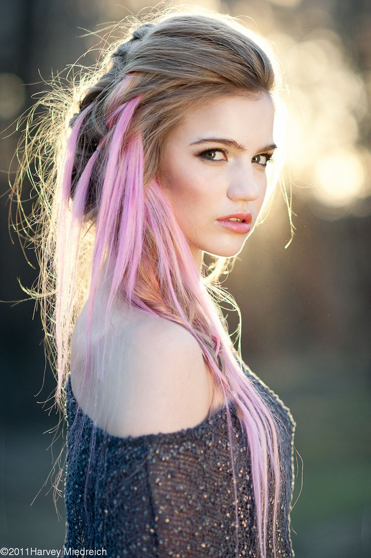 Hot hair chalk for girls pastel pink hair makeup www.loveitsomuch.com