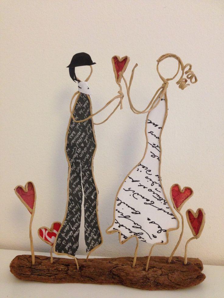 Les amoureux - figurines de ficelle et papier
