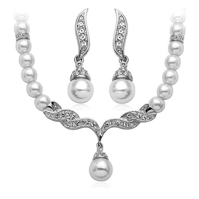 Дамски комплект #бижута с #перли, 3огърлица и #обеци с бели австрийски кристали и 18 карата бяло златно покритие