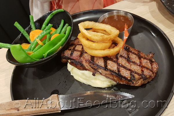 Rashays Punchbowl is one of the restaurants in the franchise chain. They serve quite a big portion when compared to your average pub steak.