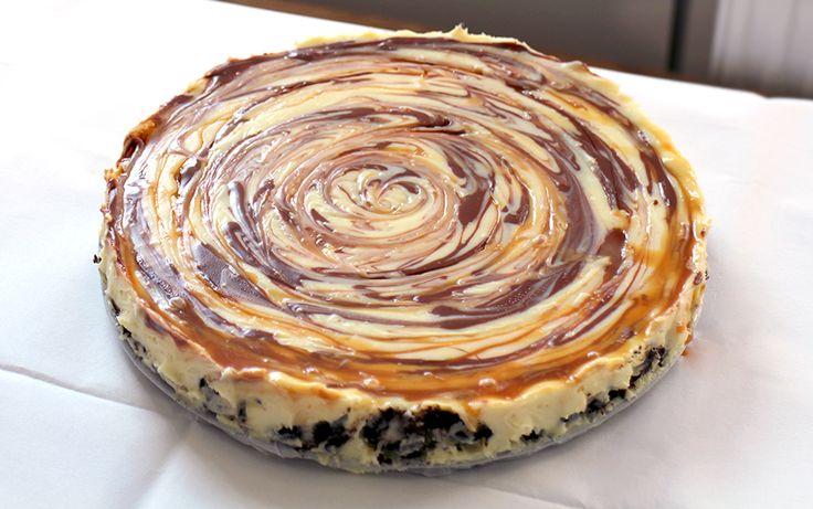 Oreo choco caramel swirl cheesecake -