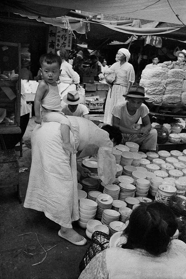 © Han Youngsoo - Dongdaemun Market, Seoul, Korea 1957