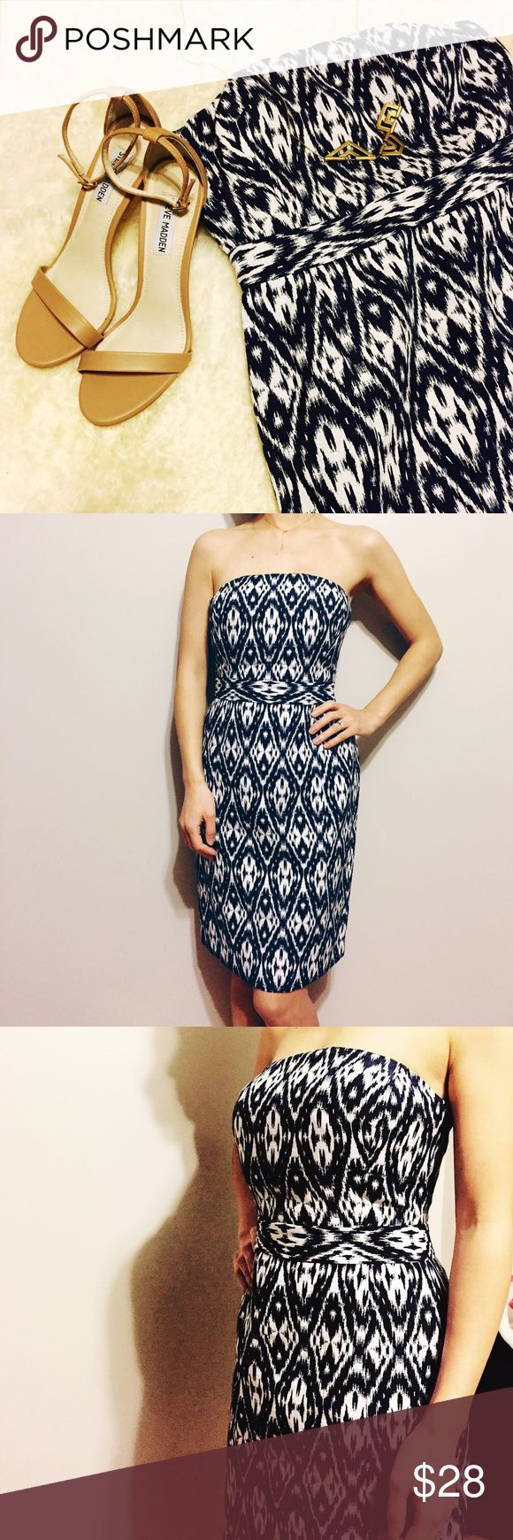Banana Republic dress Never been worn. Aztec pattern with padded bra inside. Zipper at back. This is an elegant dress for party or dinner. Banana Republic Dresses Strapless