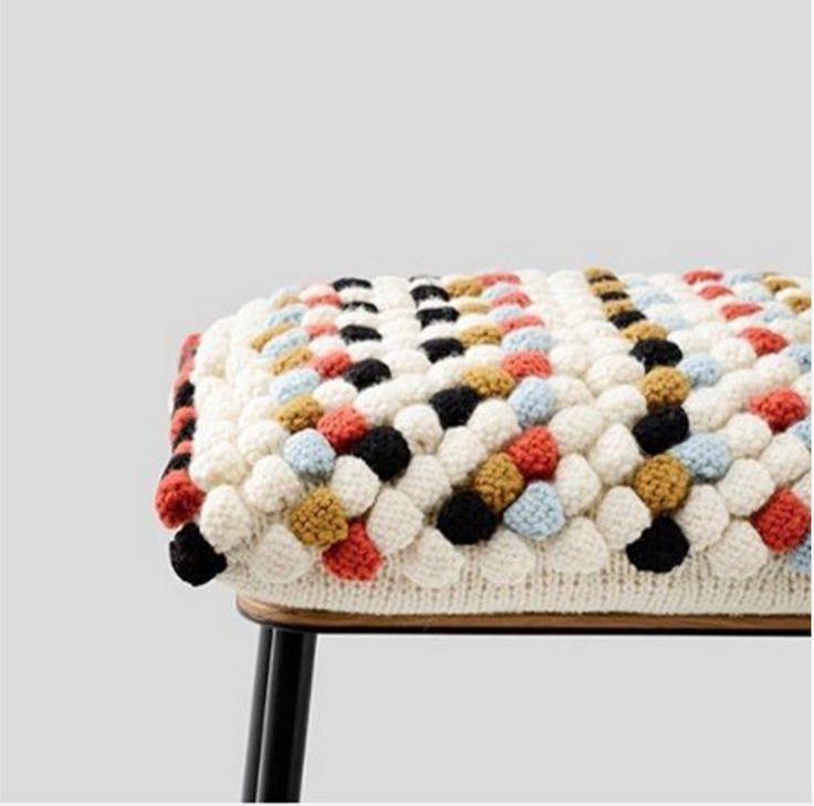 knitting a seat by Lærke Bagger