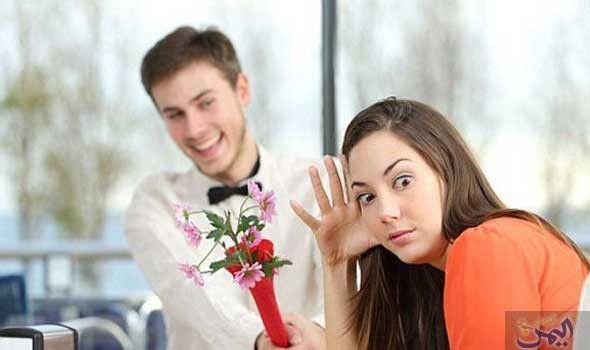 سيدات يكشفن عن أبرز المواقف التي حو لت اللقاء الرومانسي الأول إلى ذكرى سيئة Flirting Tips For Girls Flirting Quotes For Her Flirting