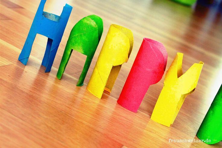 DIY Anleitung Aus Klorollen den Schriftzug Happy Birthday basteln. ein kleines Geburtstagsgeschenk selbermachen