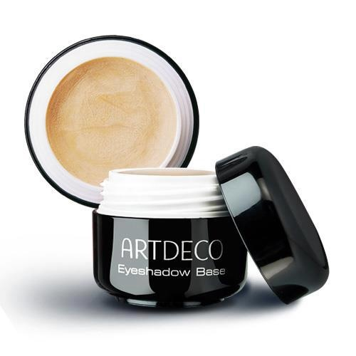 A little bit of Artdeco's bestseller: The Makeup Base, eyeshadows last longer, stay on, covers up fine lines