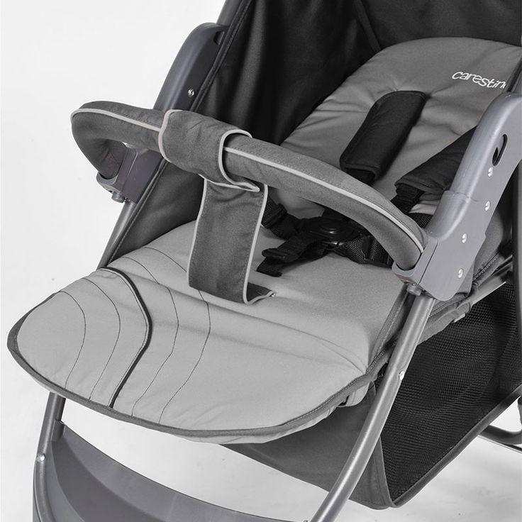 Apoya pies ajustable y respaldo completamente reclinable, apto para recién nacidos.