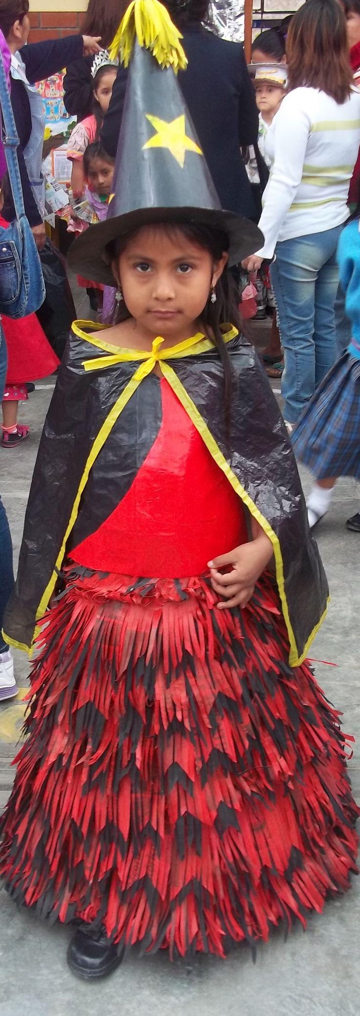 Vestido de brujita con reciclaje