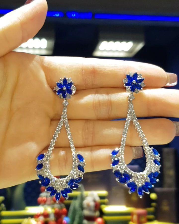 Lacin Ticaret Merkezi Xalqlar On Instagram Dunyanin Butun Sergilerinden Getirilmis Qizil Briliyant Jewelry Diamond Earrings Drop Earrings