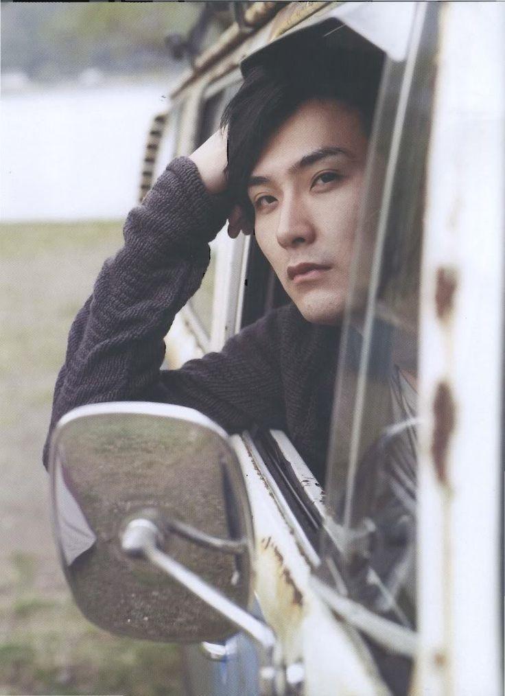 松田龍平 とても好きな俳優さん。この人自体がとても美しいと思う。魅力的だし、どこって言われたら言葉では表すのは難しいけど、立ってる姿であったり、演技であったり。男の人だけとほんとに綺麗で美しい人だなと思う