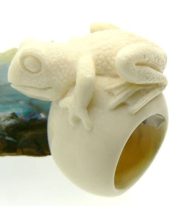 Frog Ring in ivory (mammouth) hand made carved - Dogale Jewellery venice Italy