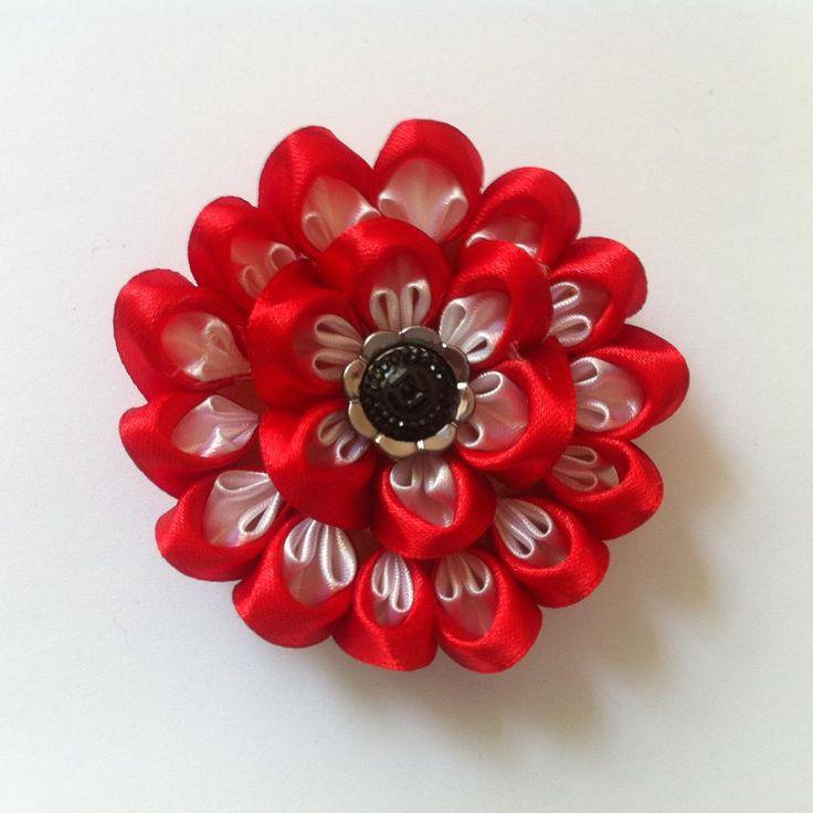 DIY Tutorial: DIY Flowers & Bows / DIY Kanzashi Ribbon Flower - Createsie